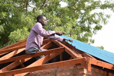 Marial roofing after Save the Children TVET in Rumbek/Tito Justin/Save the Children